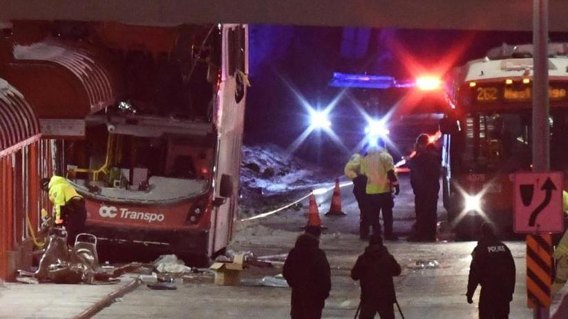 Unglück in Kanada: Pendlerbus rammt Wartehäuschen: Tote und Verletzte in Ottawa