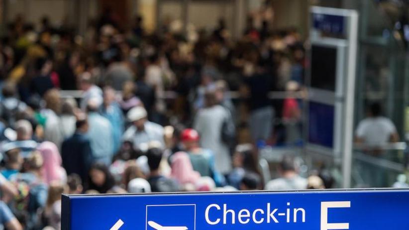 Einschränkungen für Passagiere: Flughafenverband: 180.000 Reisende von Warnstreik betroffen