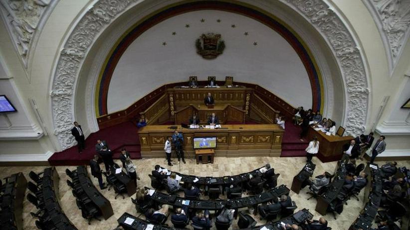 Kampf der Opposition: Venezuelas Parlament will Präsident Maduro entmachten