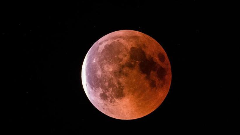 Morgendliches Himmelsspektakel: Totale Mondfinsternis: Roter Mond für Frühaufsteher