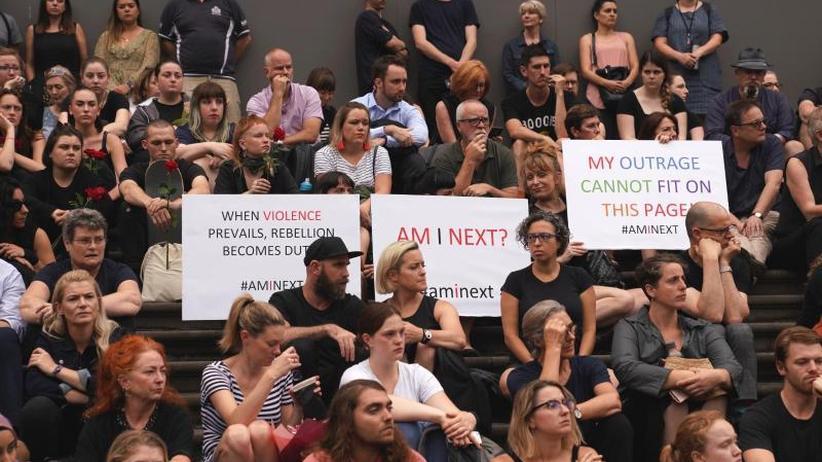 Festnahme eines 20-Jährigen: 1000 Menschen bei Trauerfeier für Studentin in Melbourne