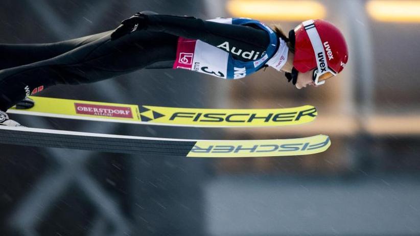Weltcup in Zao: Deutsche Skispringerinnen gewinnen Mannschaftswettbewerb