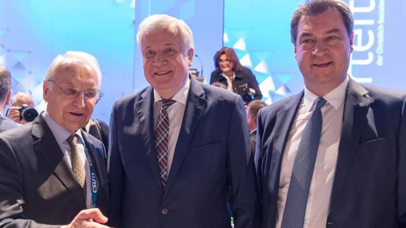Sonderparteitag in München: Söder beerbt Seehofer auch als CSU-Chef