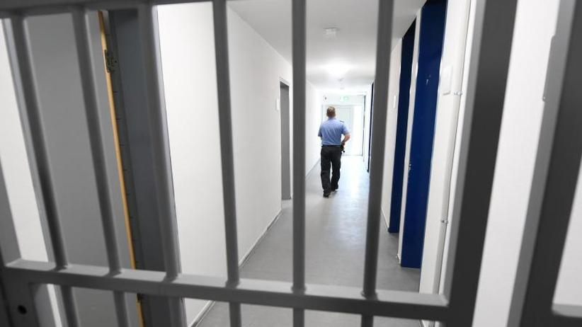 Große rechtliche Bedenken: Widerstand gegen Seehofers Pläne für Abschiebehaft