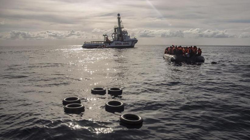 Italien beschuldigt Retter: Neue Schiffsunglücke im Mittelmeer - Hunderte in Seenot