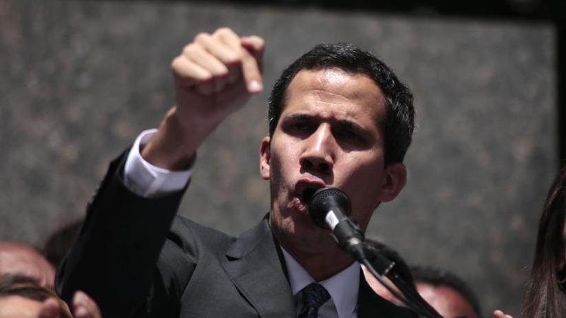Machtkampf in Caracas: Venezuela: Guaidó will Druck auf Maduro erhöhen