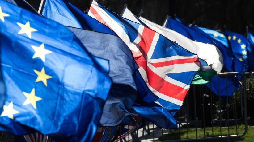 Irland-Frage im Fokus: Britisches Parlament stimmt über Brexit-Fahrbahn ab