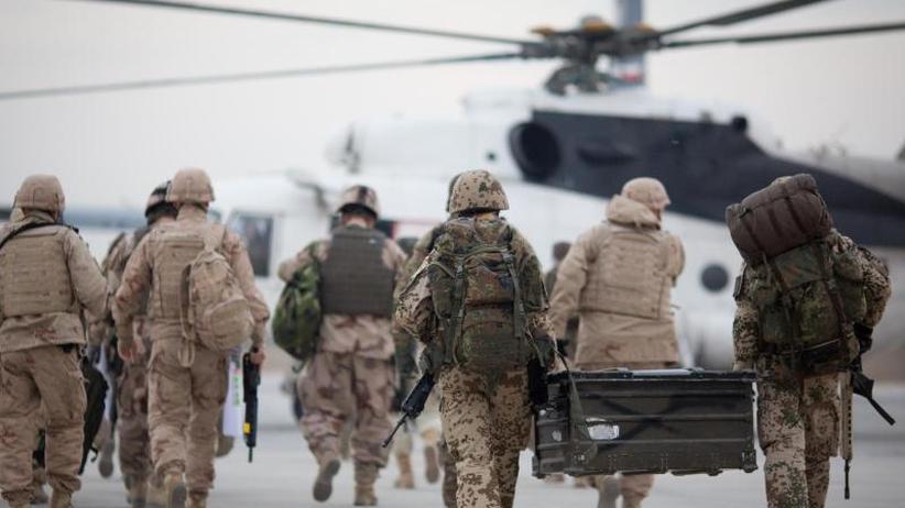 Lage der Bundeswehr: Wehrbeauftragter kritisiert Lufttransporte in Afghanistan