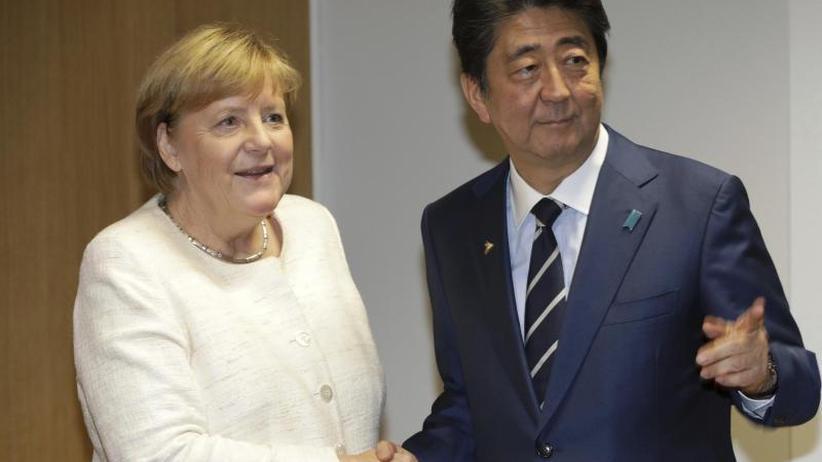 Treffen mit Premier und Kaiser: Merkels Japan-Reise: Krisen, Handel und Werte im Mittelpunkt