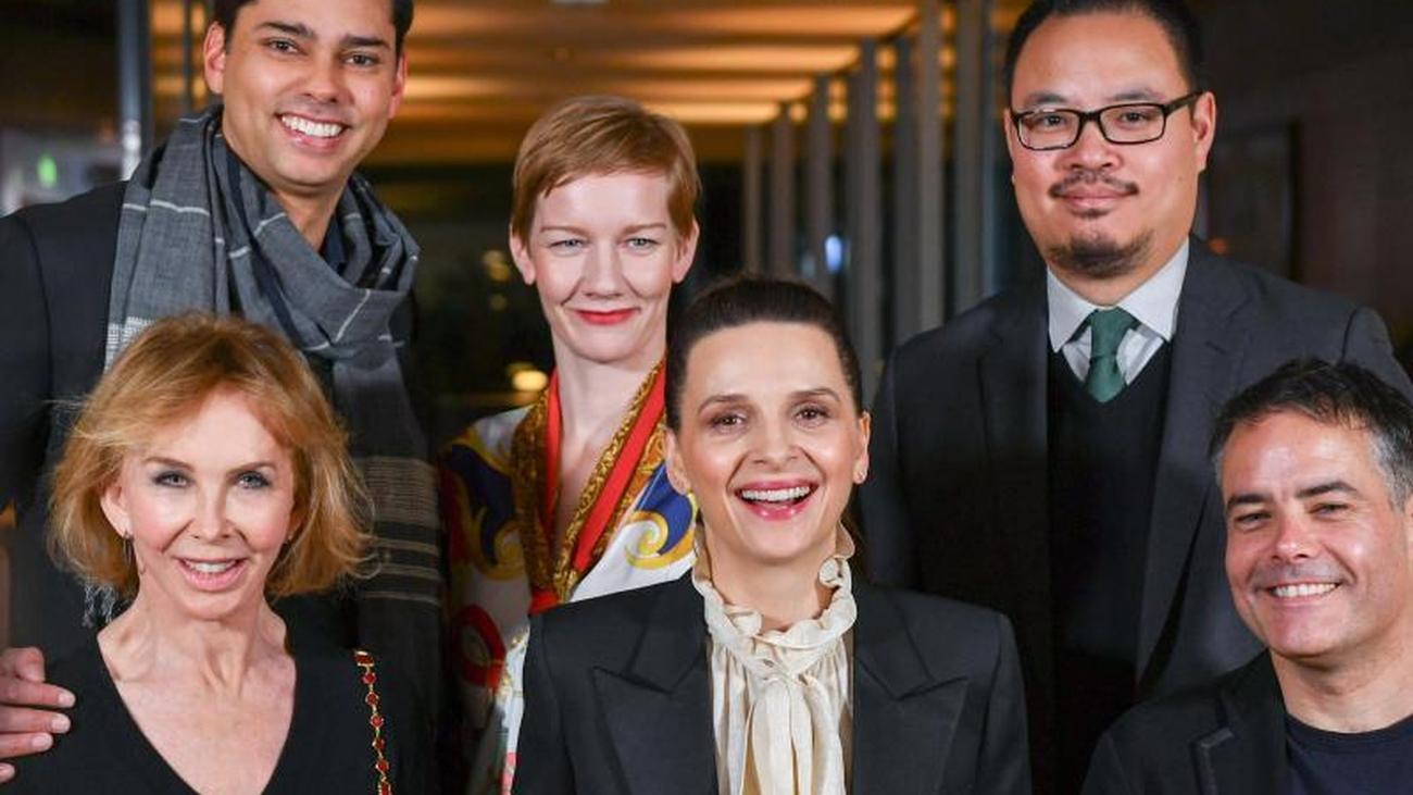 """Entscheidet über die """"Bären"""": die Internationale Jury unter Vorsitz von Juliette Binoche"""