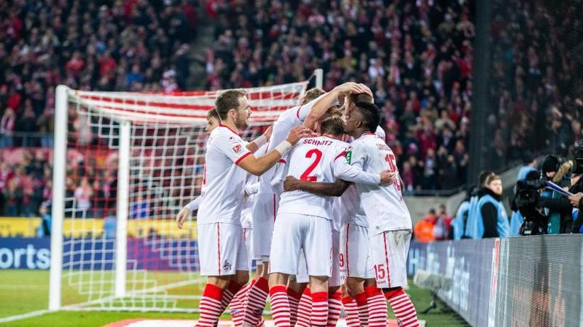 2. Liga am Freitag: Top-Spiel: Köln besiegt St. Pauli 4:1 - Bielefeld im Aufwind