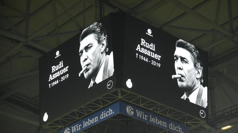 """Tod des ehemaligen Managers: Trauerfeier: Schalke plant """"würdigen"""" Abschied von Assauer"""