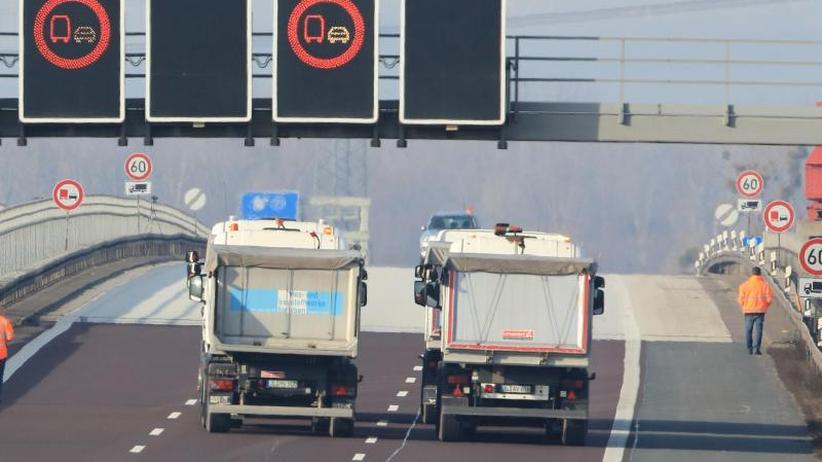 Bei Magdeburg: A2 stundenlang für Brücken-Belastungstest gesperrt