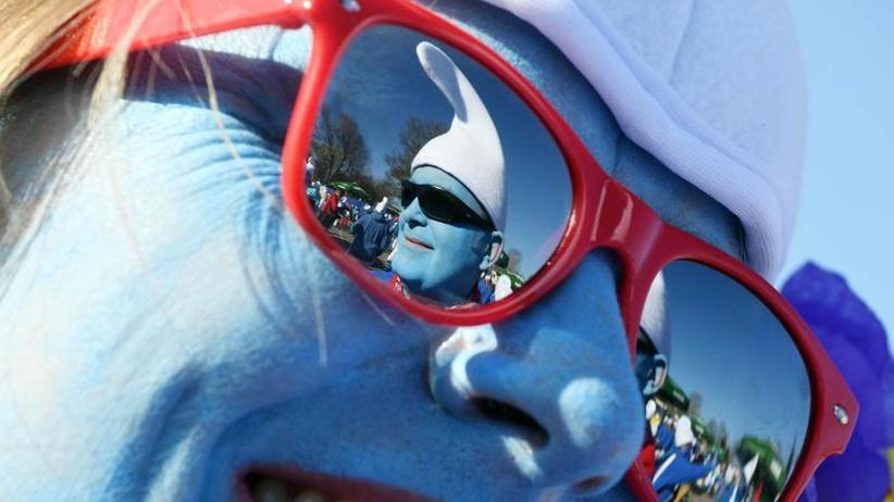 """Blau-weiß: Mehrere Tausend """"Schlümpfe"""" treffen sich"""