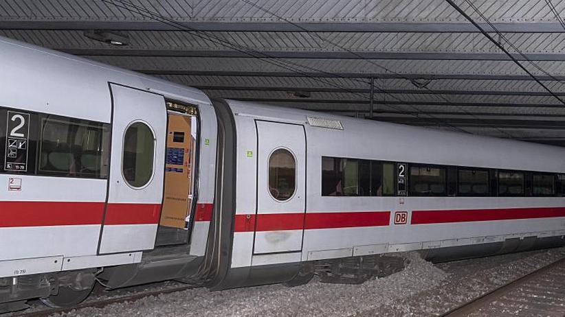 Strecke teils gesperrt: Entgleister ICE aus Berlin blockiert Gleise in Basel