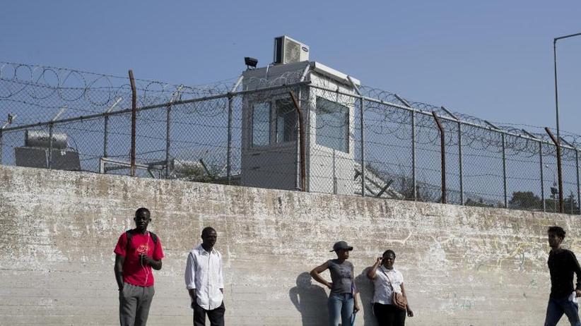 Kein menschenwürdiger Umgang: Griechenland wird für Behandlung von Migranten gerügt