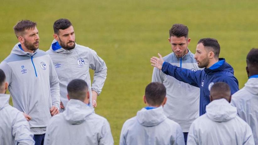 Vor Man-City-Spiel: Schalke sucht Außenseiterchance - Diskussionen um Heidel