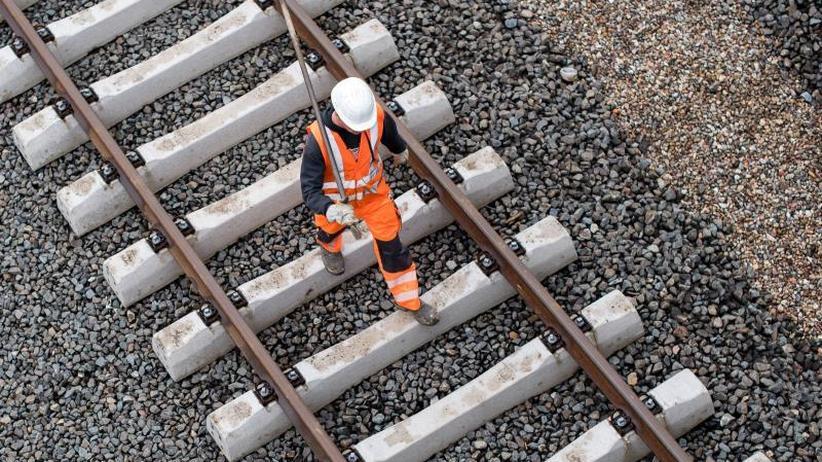 Schienennetz und Bahnhöfe: Bahnkunden brauchen Geduld: Bis zu 800 Baustellen pro Tag