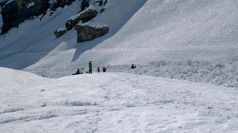 Schneemassen auf Skipiste: Lawinenabgang in der Schweiz: Verletzter Franzose gestorben