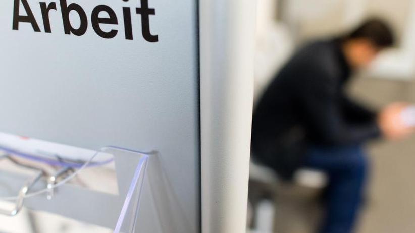Weiter Rekordtief: Arbeitslosenzahl sinkt im Februar leicht