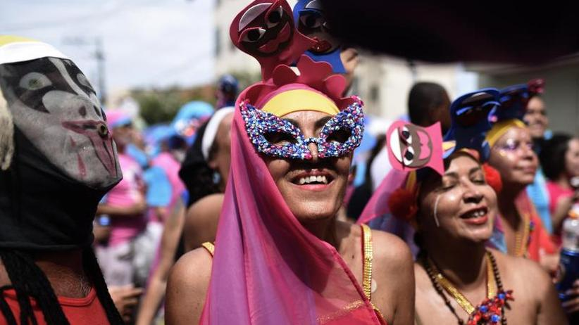 Rio trotzt dem Regen: Paraden der Sambaschulen krönen Brasiliens Karneval