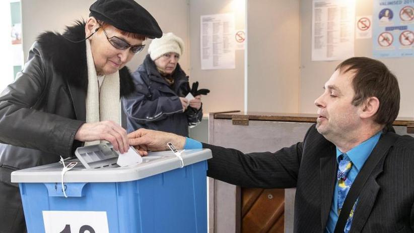 Kopf-an-Kopf-Rennen erwartet: Parlamentswahl in Estland angelaufen