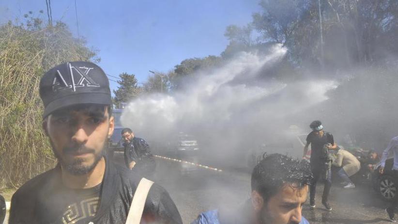 Boykottaufrufe und Proteste: Polizei setzt Tränengas gegen Demonstranten in Algerien ein
