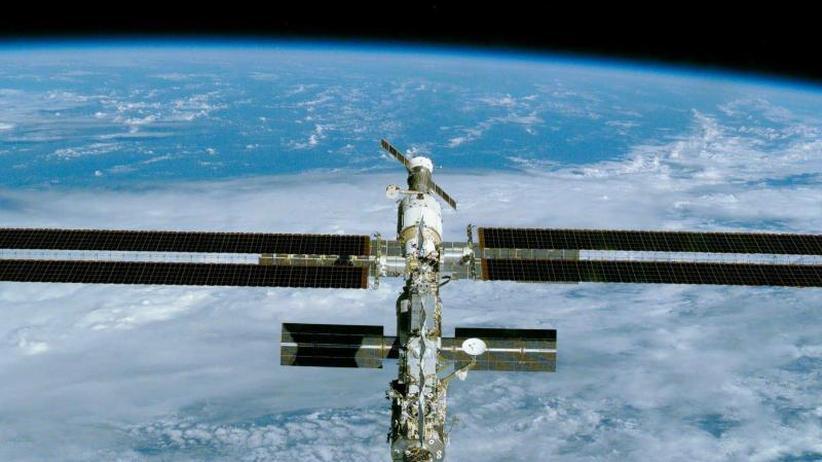 """Nach etwa 27 Stunden Flugzeit: Raumkapsel """"Crew Dragon"""" erreicht Raumstation ISS"""