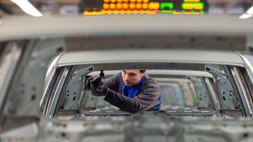 Beschäftigung bleibt stabil: VDA rechnet mit sinkender Autoproduktion in Deutschland