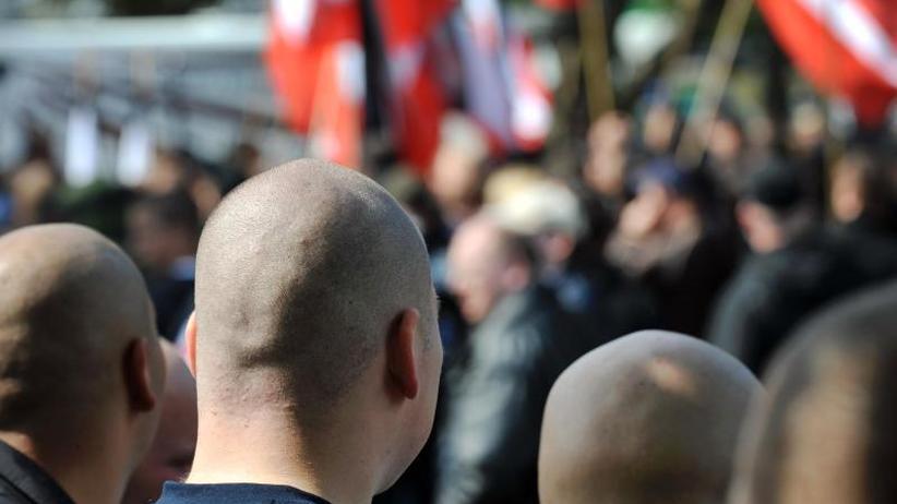 Berichte: Bundesweite Serie mutmaßlich rechtsextremer Drohmails