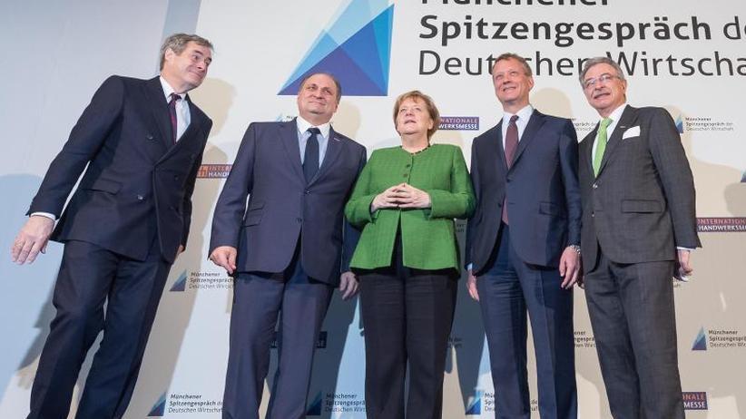 Spitzengespräch mit Verbänden: Merkel verspricht Wirtschaft mehr Tempo der Regierung