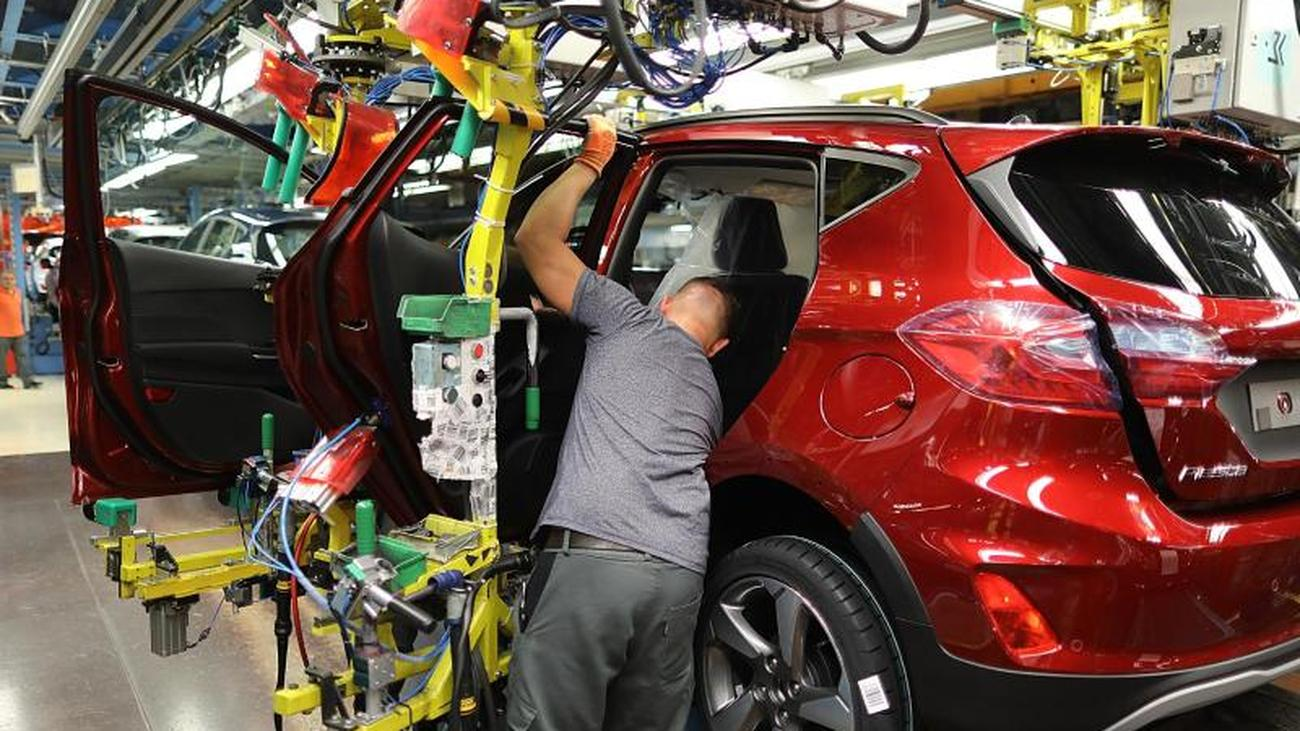 0de384b08b5a8 Savings policy is tightened  After loss year  Ford caps over 5000 jobs in  Germany - International News