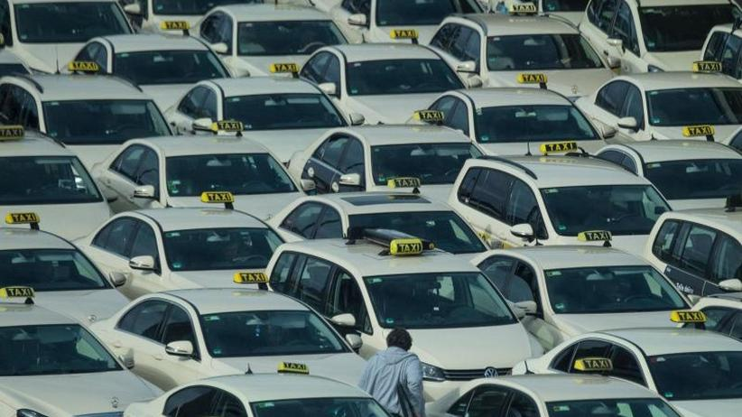 Reform der Personenbeförderung: Scheuer will 2020 liberalisierten Taxi- und Fahrdienstmarkt
