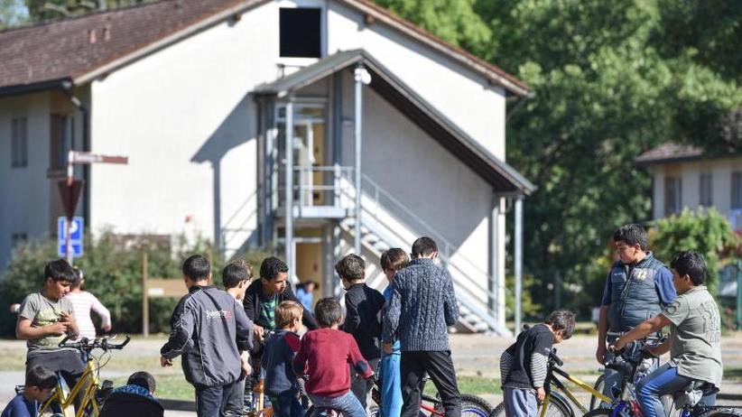 Scholz will weniger überweisen: Länderchefs vereint gegen Kürzungen bei Flüchtlingsgeldern