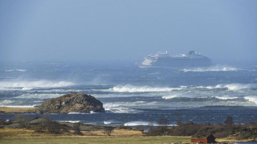 Vor der norwegischen Küste: Kreuzfahrtschiff mit 1300 Passagieren in Seenot