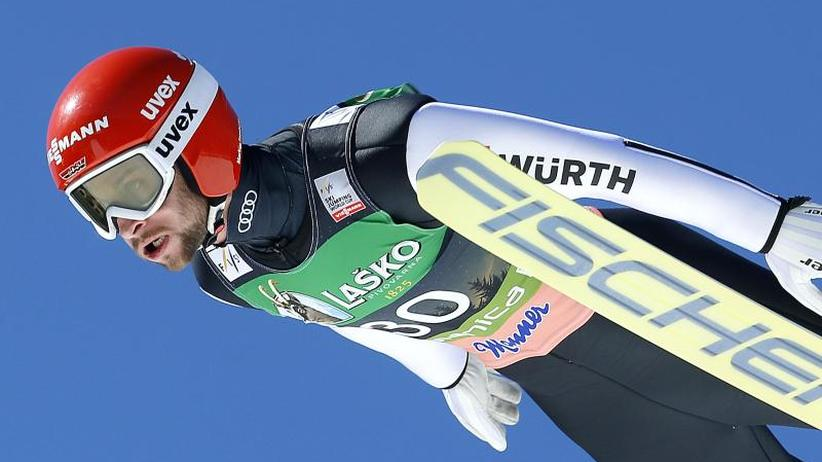 Skispringen: Eisenbichler zum Abschluss Dritter -Kobayashi holt Kugel