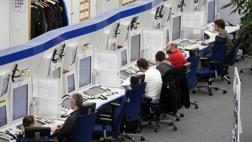 Fluglotsen fehlen Daten: Software-Panne bei Flugsicherung: Lufthansa streicht Flüge