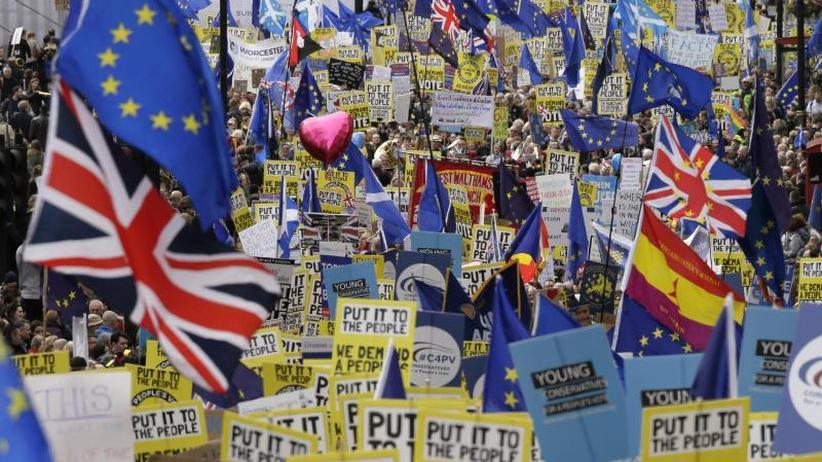 Mays Schicksalswoche: EU informiert Bürger über Folgen eines chaotischen Brexits