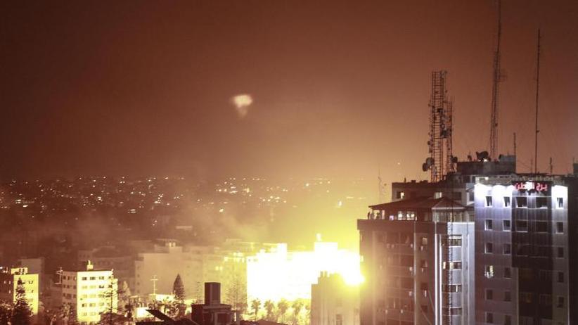 Luftwaffe greift Gaza-Ziele an: Hamas-Rakete zerstört Haus in Israel - Kriegsangst wächst