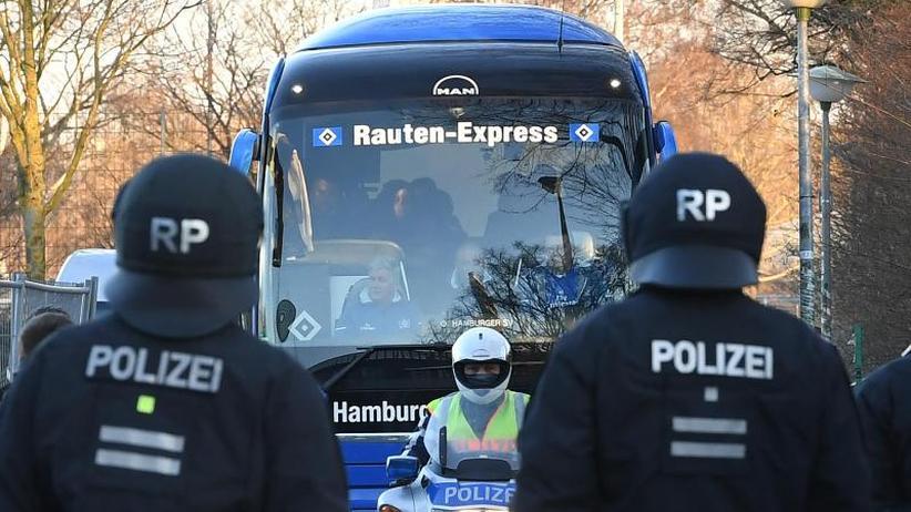 """Wer zahlt die Polizeieinsätze?: Streitfall Kostenübernahme im Fußball - """"Grundsatzurteil"""""""