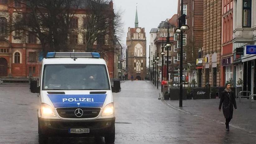 Tausende evakuiert: Rostock: Entschärfung der Weltkriegsbombe begonnen