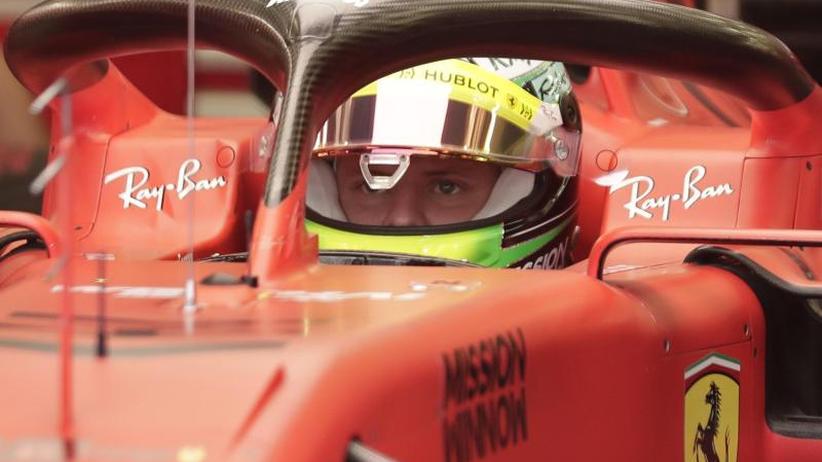 Testfahrt in Bahrain: Gänsehaut-Moment in der Wüste: Mick Schumacher im Ferrari