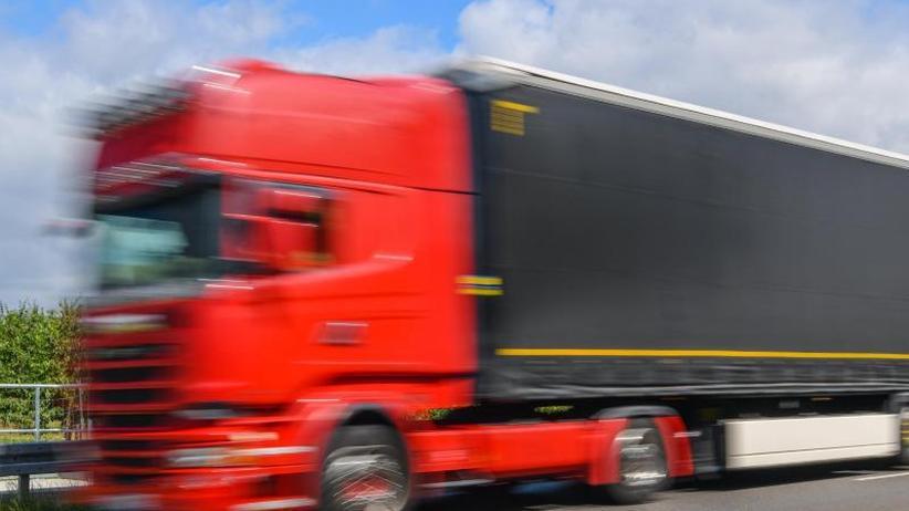 Hoffnung für Lkw-Nomaden?: Fernfahrer beschäftigen das EU-Parlament