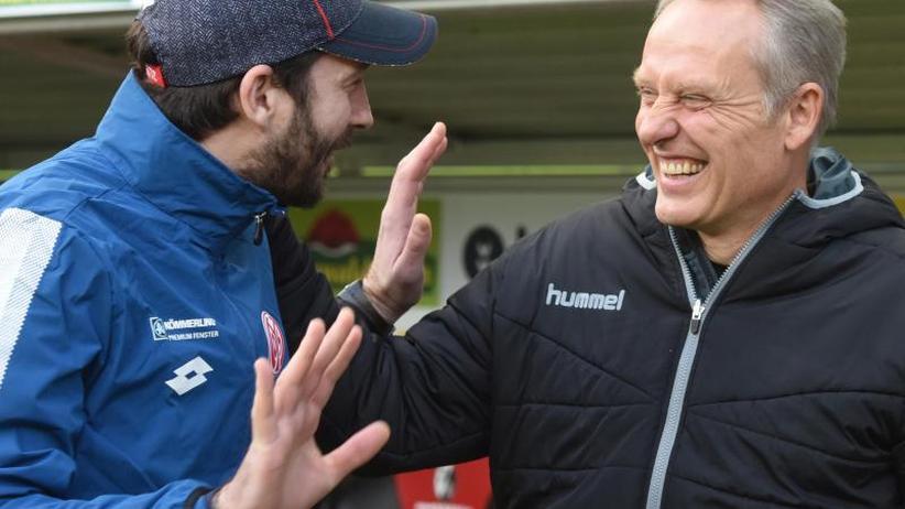 Bundesliga am Freitag: Schwarz vs. Streich: Duell der heimatverbundenen Trainer