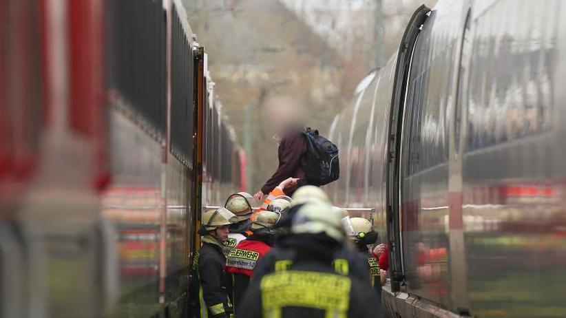 Ausfälle und Verspätungen: Bahn-Chaos in NRW - Gerissene Oberleitung legt ICE lahm