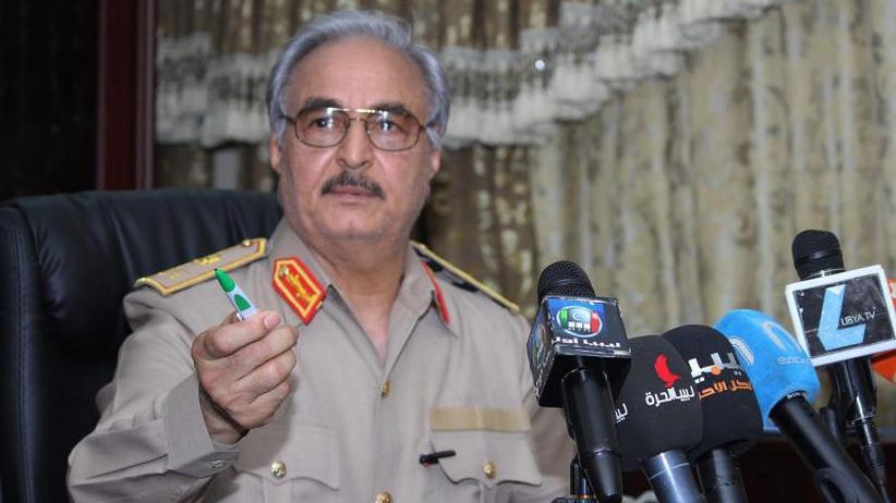 UN-Sicherheitsrat einberufen: Libyscher General Haftar marschiert auf Tripolis vor
