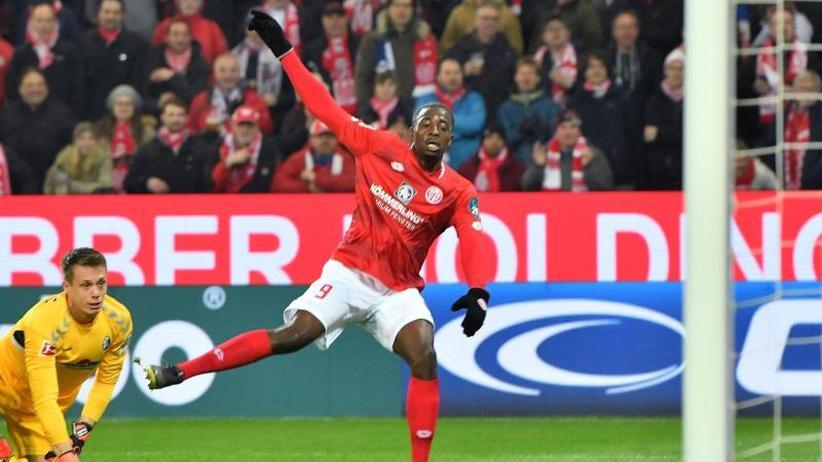 Bundesliga am Freitag: Mainz beendet Negativserie - Kantersieg gegen Freiburg