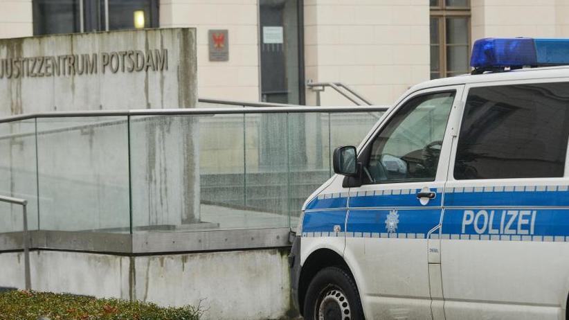 Keine Festnahme: Serie rechtsextremer Drohmails: Verdächtiger ermittelt