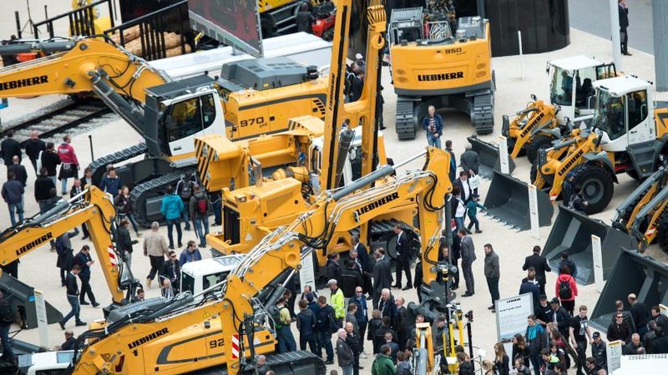 605127db2c29a1 Bauma in München  Boomende Baubmaschinenfirmen auf weltgrößter Messe ...