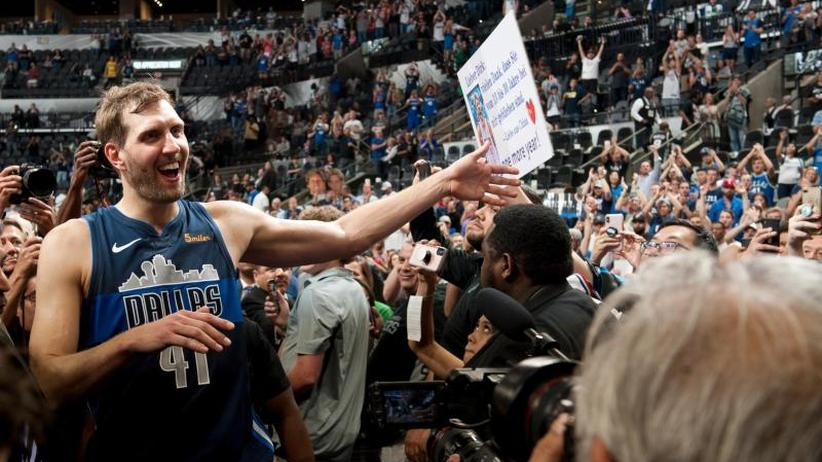 "NBA-Legende: Mit ""Chips auf der Couch"": Nowitzki nun als Basketball-Fan"